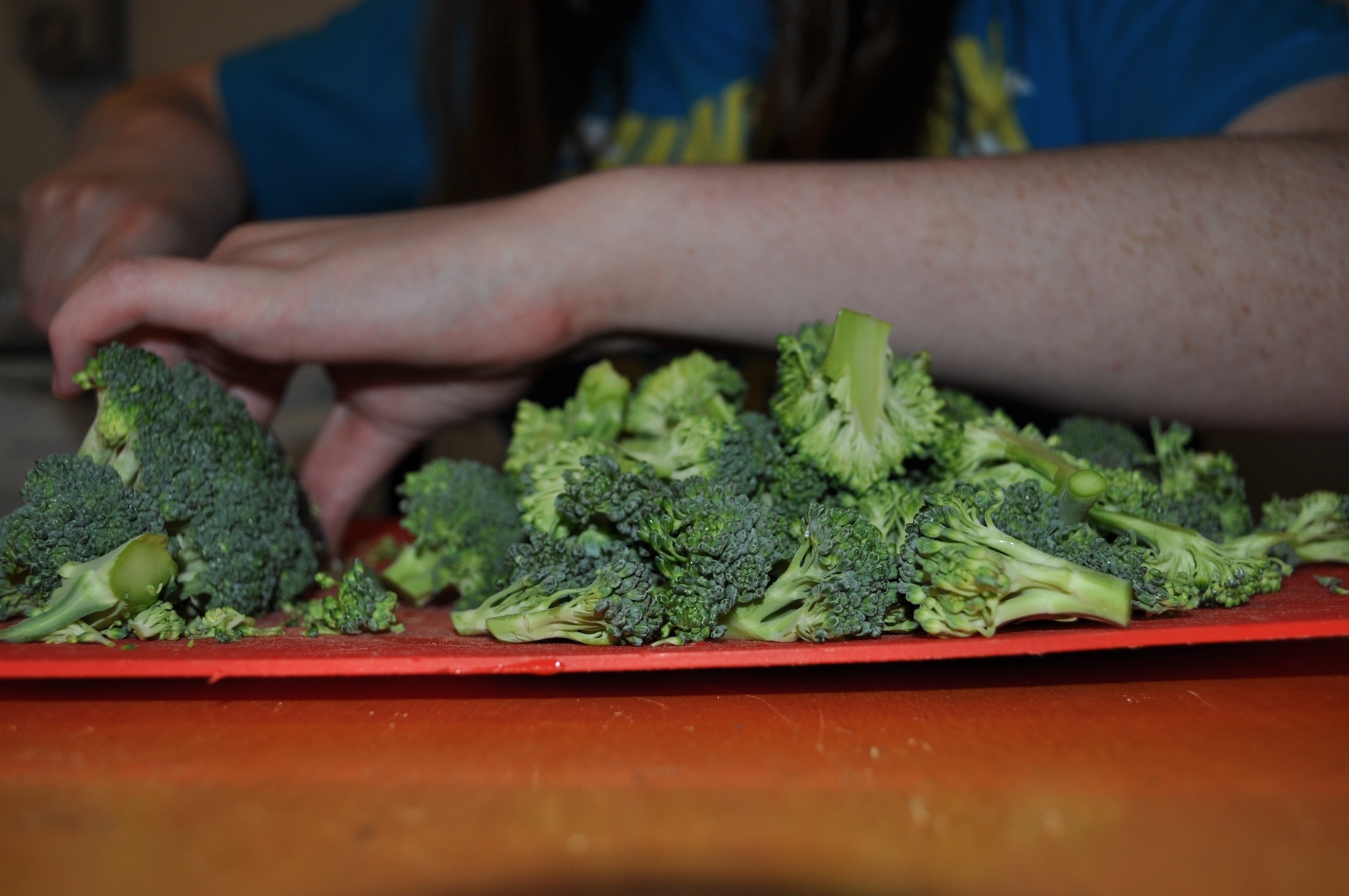 how to cut broccoli stems